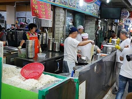韓国 光明伝統市場 ホンドゥケカルグクス(홍두깨칼국수)