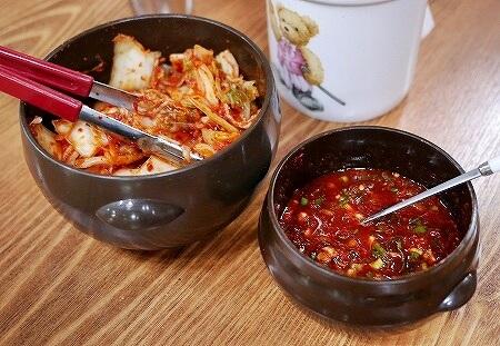 韓国 光明伝統市場 ホンドゥケカルグクス(홍두깨칼국수) キムチ