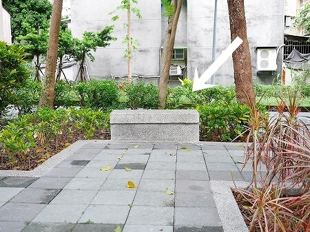 台湾 台北 光復市場素食包子 正和公園 ベンチ 座れる場所