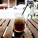 台北 迪化街 ディーホアジエ カフェ 咖啡思美妲(S meida cafe) アイスカフェラテ