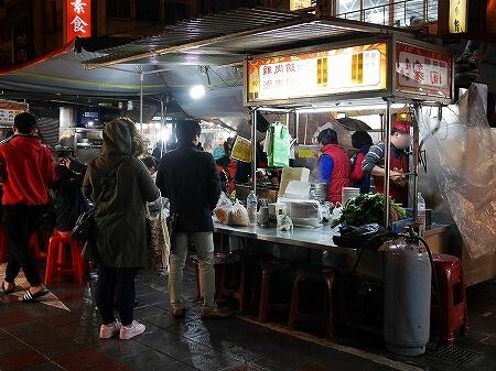 方家鶏肉飯 台湾 台北 寧夏夜市 雨