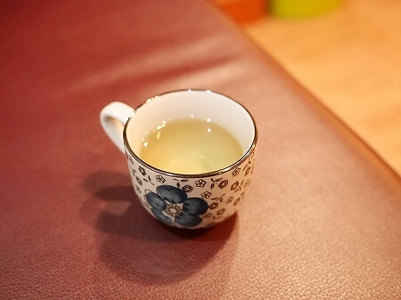 台湾 台北 精気神養生会館 中山店 マッサージ 足裏 足つぼ お茶