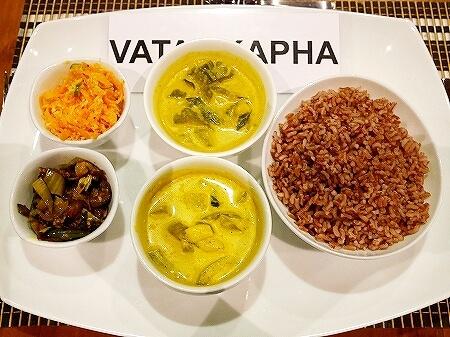 スリランカ カルナカララ・アーユルヴェーダ・スパ&リゾート 滞在記 食事 夕食 karunakaral