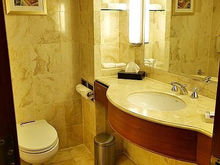 スリランカ シナモングランドコロンボ ホテル おすすめ 部屋 Cinnamon Grand Colombo バスルーム