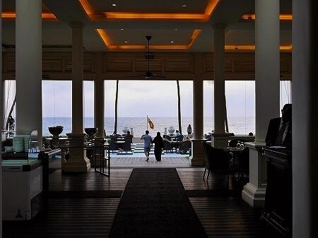 コロンボ ゴールフェイスホテル Galle Face Hotel colombo バー Chequerboard