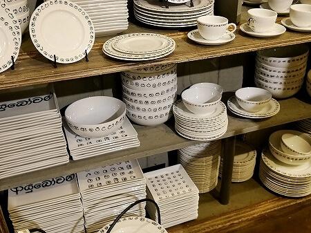 スリランカ コロンボ お土産屋 パラダイスロード Paradise Road シンハラ語 食器 皿
