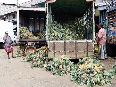スリランカ コロンボ Manning Market マニングマーケット ペター市場 バナナ パイナップル