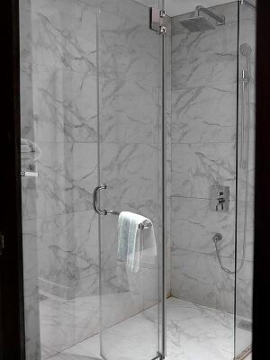 スリランカ コロンボ ザ スチュアート バイ シトラス ホテル The Steuart by Citrus 部屋 プレミアムルーム フォート地区 シャワー バスルーム
