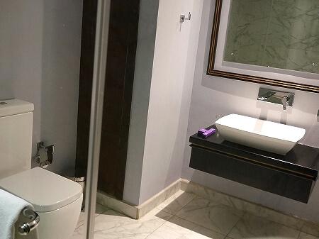 スリランカ コロンボ ザ スチュアート バイ シトラス ホテル The Steuart by Citrus 部屋 プレミアムルーム フォート地区 バスルーム
