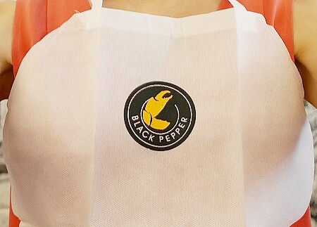 スリランカ コロンボ カニ 蟹 レストラン ブラックペッパー BLACK PEPPER エプロン