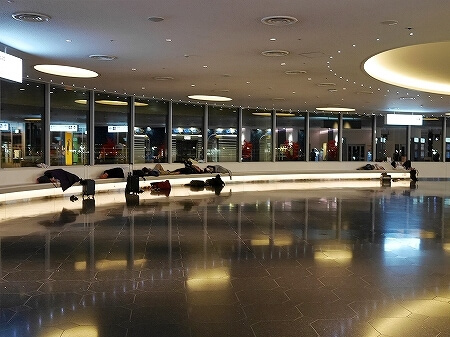羽田空港 国際線ターミナル 展望台 寝られる場所 寝れる場所