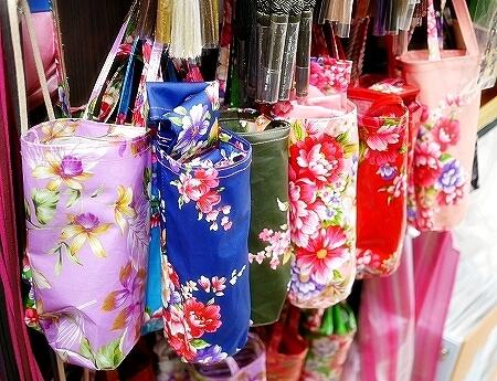 台湾 台北 迪化街 ディーホアジエ てきかがい 永楽市場 布市場 右翔進口傢飾布  右翔布行 お土産 傘入れ ペットボトル入れ
