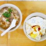 台北 天天利美食坊 西門 滷肉飯加煎蛋 ルーローファン 目玉焼き 香菇肉羹飯 シイタケと豚肉ご飯