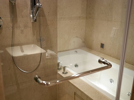 タンゴホテル南西館 天閣酒店-台北南西 The TANGO HOTEL Taipei NanShi タイペイ ナンシー 部屋 バスルーム シャワールーム プレミアムキングルーム
