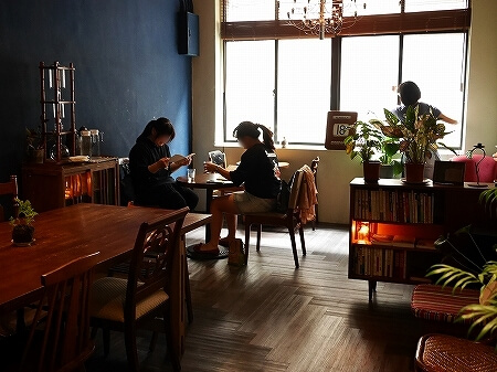 台湾 台北 幻猻家珈琲 Pallas Cafe 迪化街 ディーホアジエ おすすめ カフェ 2階席