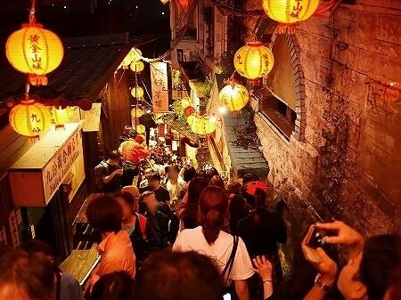 ベルトラ 夜の九份ツアー 台湾 九ふん オプショナルツアー 現地ツアー 人ごみ 混雑