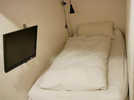 インキューブ台北駅店 インキューブタイペイメインステーション 品格子旅店北車館 部屋 室内 ベッド