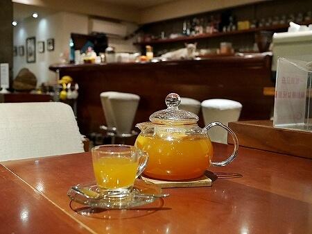 台湾 台北 猫カフェ ネコ 極簡cafe 極簡咖啡 水果茶 フルーツティー