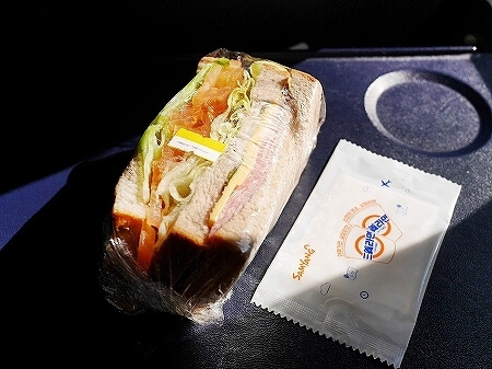 ティーウェイ航空 機内食 成田 グアム サンドイッチ