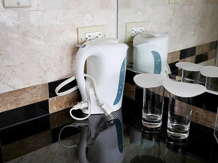 ロイヤルオーキッドグアムホテル Royal Orchid Guam Hotel 宿泊記 部屋 室内 湯沸かしポット