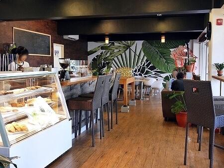 グアム Cafe Gudcha おすすめカフェ 店内