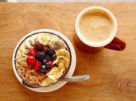 グアム Cafe Gudcha おすすめカフェ アサイーボウル フラットホワイト コーヒー