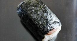 グアム「コンビニエンスストア大阪」のスパムおにぎりは、ふりかけご飯&海苔多めでおいしい♡(スパムむすび)