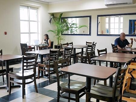 グアム カップ&ソーサー Cup & Saucer Bakery & Crepe Cafe 店内