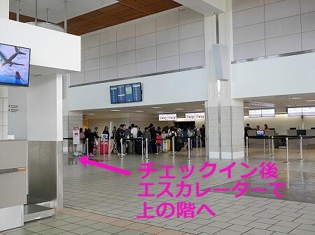 グアム国際空港 1階 チェックインカンター