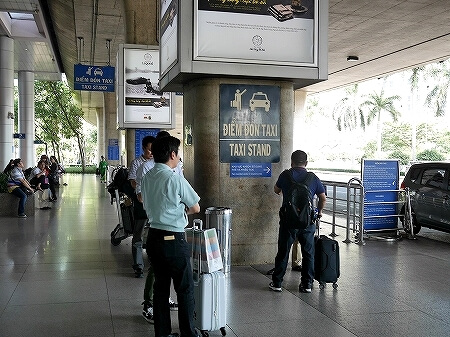 ベトナム ホーチミン空港 タクシー 乗り方 ビナサン マイリン タクシー乗り場