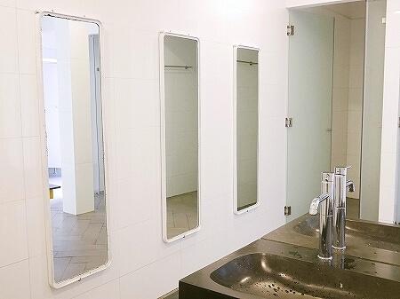 ベトナム ホーチミン ザ ドーム サイゴン The Dorm Saigon シャワールーム トイレ 全身鏡 ミラー