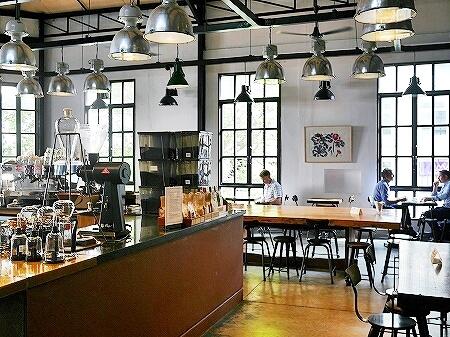 ベトナム ホーチミン The Workshop Coffee おしゃれカフェ おすすめ 店内