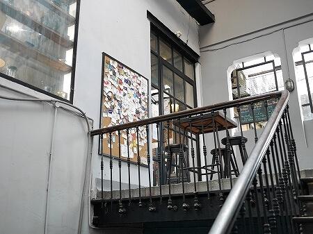 ベトナム ホーチミン The Workshop Coffee おしゃれカフェ おすすめ 階段