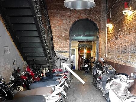 ベトナム ホーチミン The Workshop Coffee おしゃれカフェ おすすめ 入り口