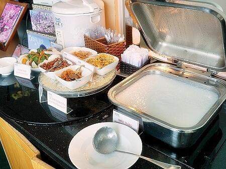 プライオリティパス ホーチミン空港 オーキッドラウンジ タンソンニャット国際空港 食べ物 おかゆ