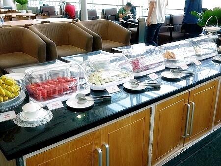 プライオリティパス ホーチミン空港 オーキッドラウンジ タンソンニャット国際空港 食べ物 フルーツ