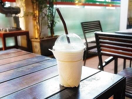 カンボジア シェムリアップ RIVER COFFEE リバーコーヒー カフェ ジューススタンド フルーツシェイク フルーツジュース グァバシェイク グァバジュース