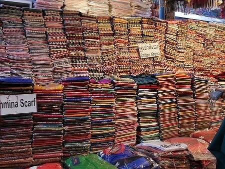 カンボジア シェムリアップ・アートセンター・ナイトマーケット 買い物 ショッピング お土産 クロマー ストール