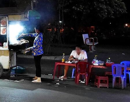 カンボジア シェムリアップ 屋台 席