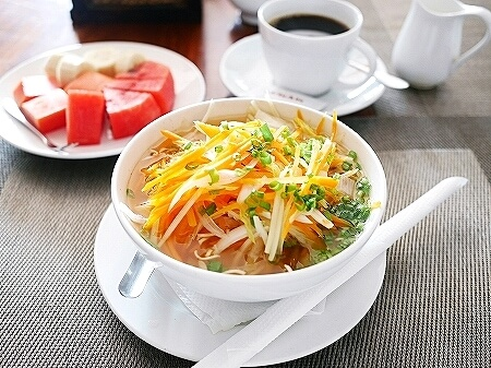 シャドーアンコールレジデンス シャドウアンコールレジデンス シャドー アンコール ホテル  Shadow Angkor Residence おすすめホテル カンボジア シェムリアップ 朝食 ヌードル