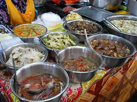 カンボジア オールドマーケット シェムリアップ お惣菜 屋台 食堂