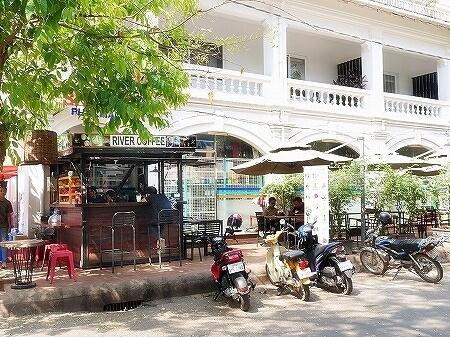カンボジア シェムリアップ RIVER COFFEE リバーコーヒー カフェ ジューススタンド フルーツシェイク フルーツジュース