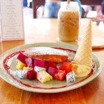 カンボジア シェムリアップ Sister Srey Cafe シスタースレイカフェ パンケーキ loaded fruit pancakes