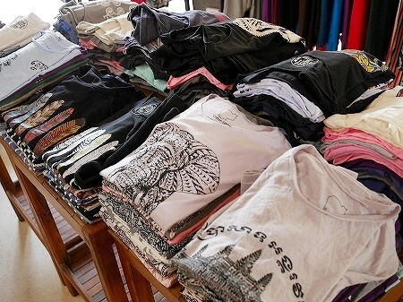 シェムリアップ お土産屋さん メイド・イン・カンボジア・マーケット Made in Cambodia Market カンボジア 洋服 Tシャツ