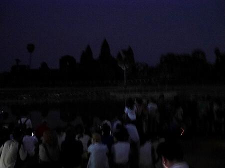 アンコールワット 朝日鑑賞 サンライズツアー 撮影 おすすめの場所 池 2月 カンボジア 日の出