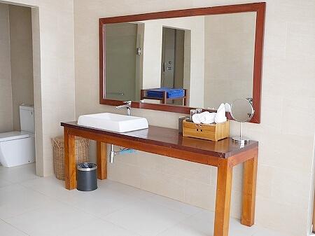 シェムリアップ アンコールランデブーヴィラ プライベートプール付き おすすめホテル Angkor Rendezvous Villa Private Pool Villa 部屋 バスルーム 洗面所
