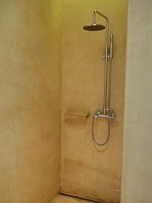 シェムリアップ プーム バイタン リゾート  Phum Baitang Resort ホテル 田園 宿泊記 部屋 テラスヴィラ バスルーム シャワールーム