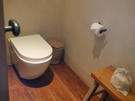 シェムリアップ プーム バイタン リゾート  Phum Baitang Resort ホテル 田園 宿泊記 部屋 テラスヴィラ トイレ