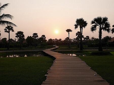 シェムリアップ プームバイタン 宿泊記 5つ星 リゾート シガーラウンジ&バー サンセット 夕日 Phum Baitang