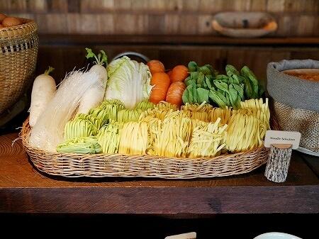 シェムリアップ プーム バイタン リゾート Phum Baitang Resort ホテル 田園 宿泊記 プール BAY PHSAR レストラン 食事 朝食 麺 ヌードル